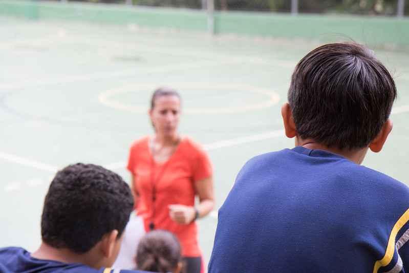 Aula de educação física no Centro Pedagógico, uma das unidades que se constituem em campo prático para a formação de professores na UFMG