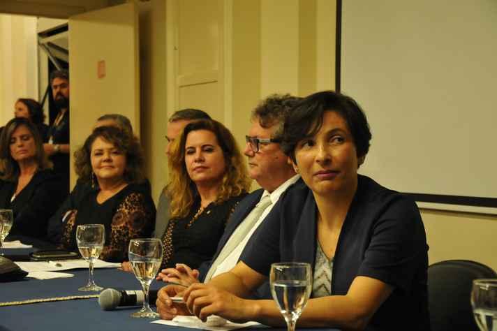 Andréa Silveira (à direita):