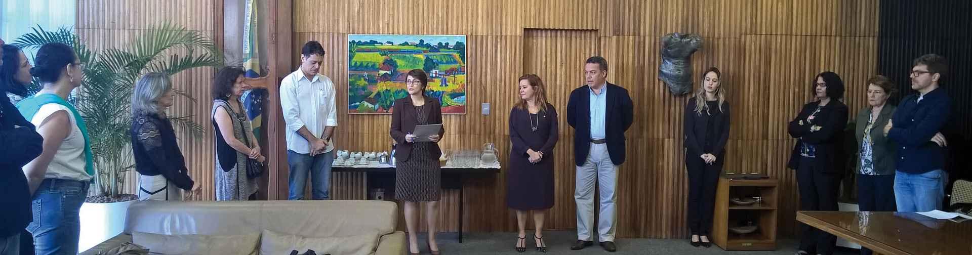 Solenidade reuniu autores e orientadores das teses premiadas no gabinete da Reitoria