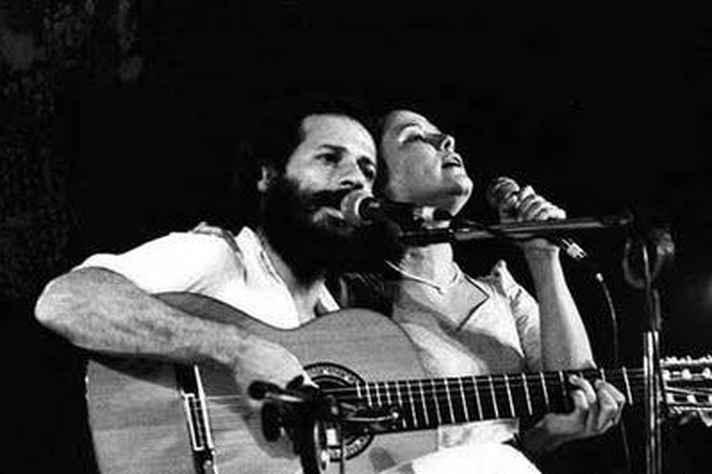João Bosco com a cantora Elis Regina, em cuja voz a canção  'O bêbado e a equilibrista' foi imortalizada