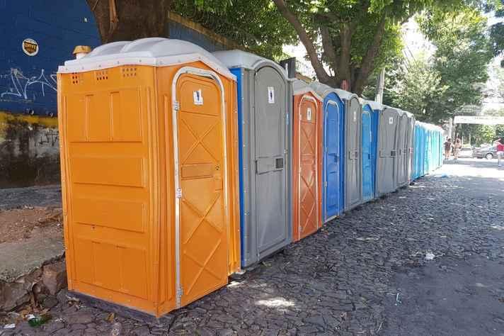 Banheiros químicos montados em BH durante o Carnaval