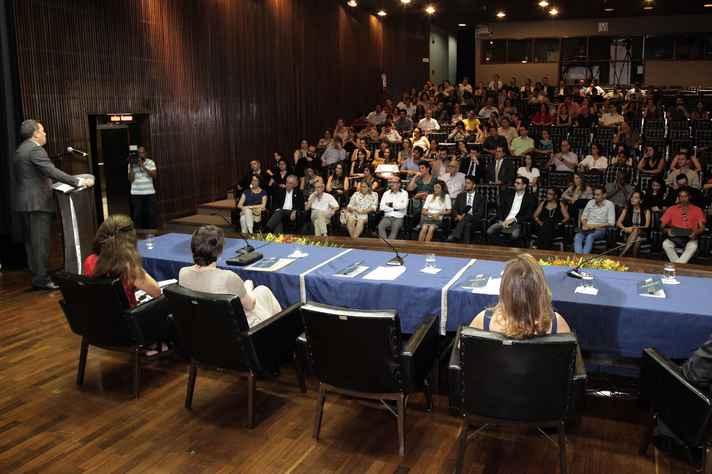 Cerimônia foi realizada no auditório da Reitoria
