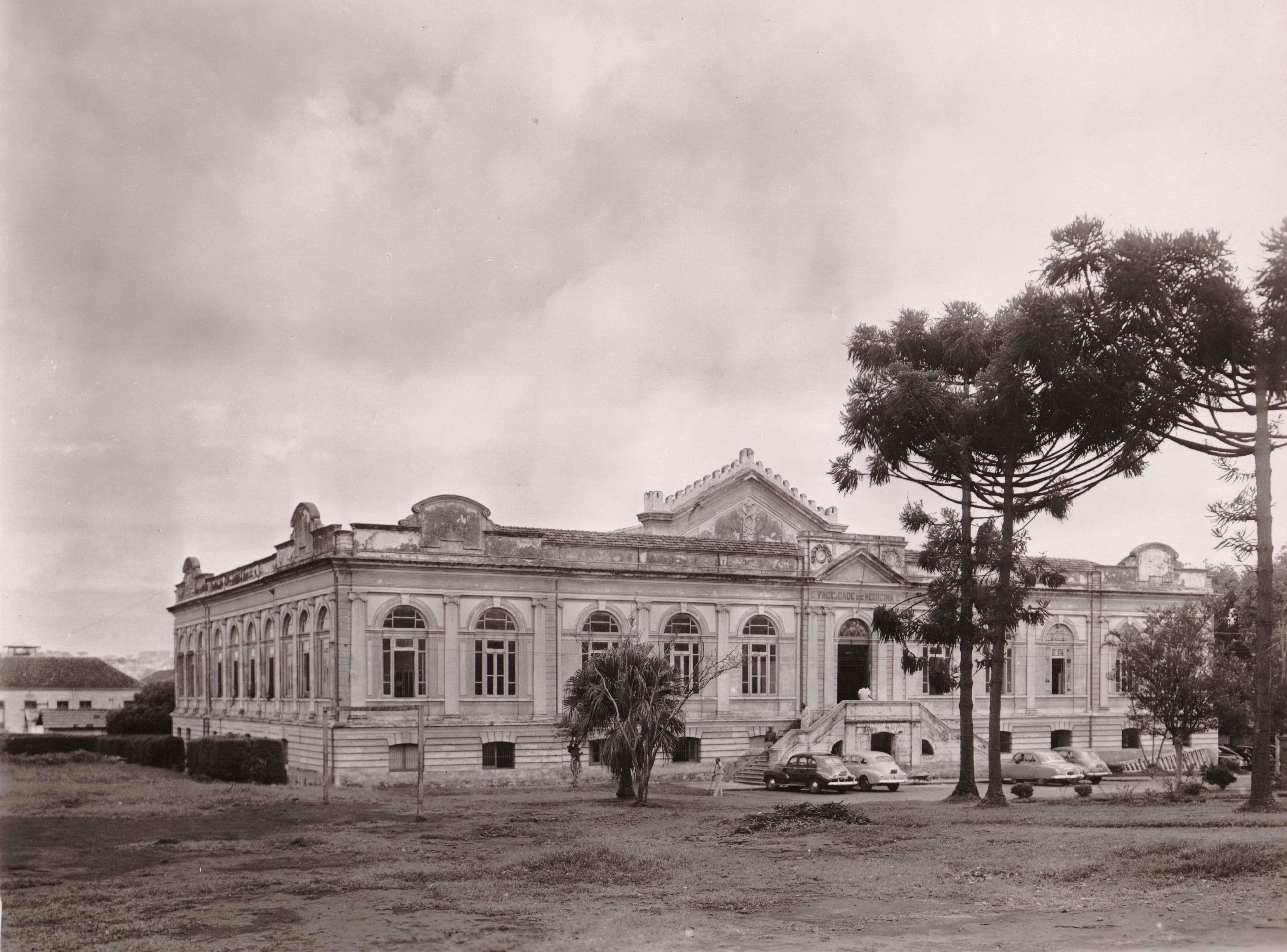 Faculdade de Medicina, em 1914: quatro anos depois, prédio seria transformado em hospital para acolher os doentes