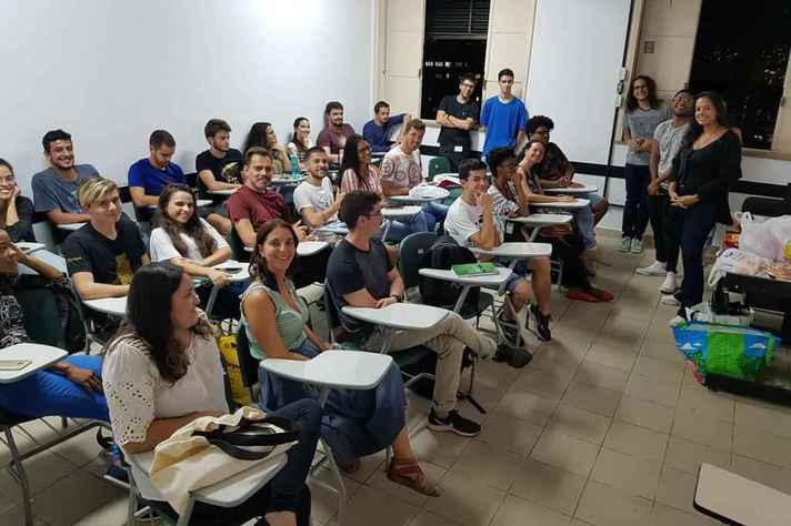 Sala de aula do cursinho Guimarães Rosa antes da pandemia