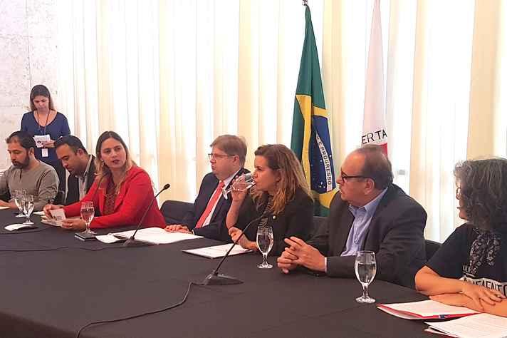 Da esquerda para a direita: Luciano Mendes, Victor Lobato, Agostinho Patrus, Sandra Almeida, Evaldo Vilela e Maria Stella Brandão