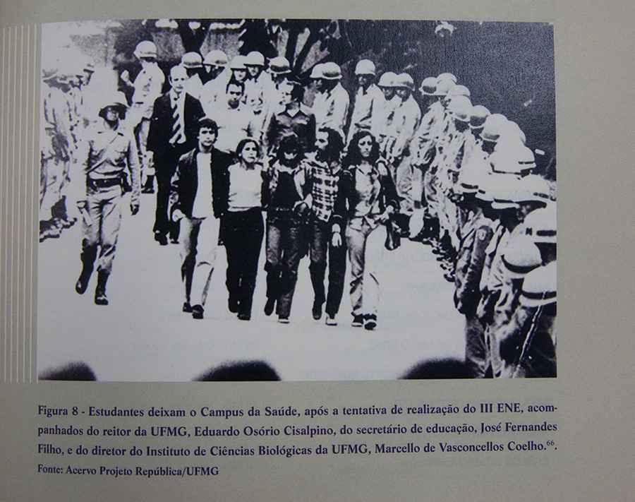 Na foto publicada pela Comissão, estudantes da UFMG deixam o campus Saúde,  em episódio de repressão policial