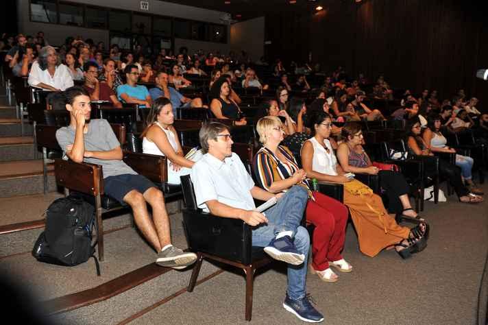 Público que acompanhou o debate no auditório da Reitoria