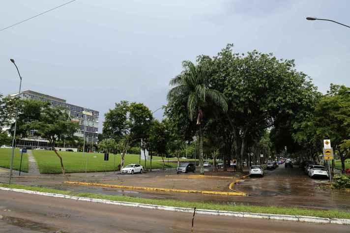 Vista do trecho da Avenida Mendes Pimentel que será interditado para estacionamento