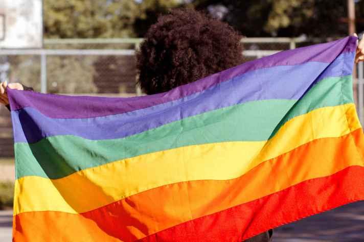 Orgulho. A foto integra o TemQueTer, primeiro banco de imagens LGBT+ gratuito do Brasil