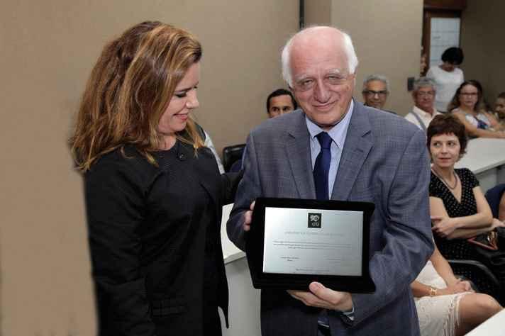 Sandra Almeida homenageou o professor José Carlos Meihy: histórias de desafogo