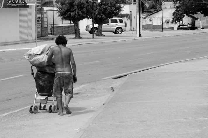 Desigualdade entre ricos e pobres deixou de cair, segundo dados da ONG Oxfam