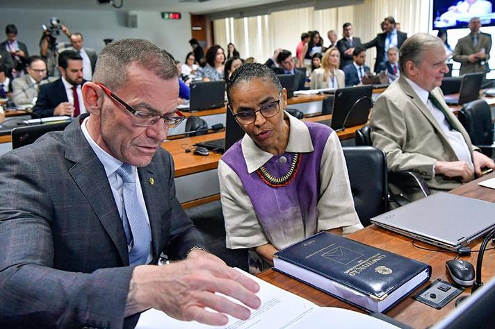 Relator da proposta, Fabiano Contarato (ao lado da ex-senadora Marina Silva) defende manutenção das cotas