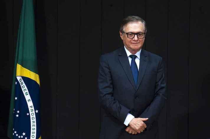 Gestão de Ricardo Vélez foi marcada por polêmicas como a recomendação para leitura de slogan de Bolsonaro nas escolas