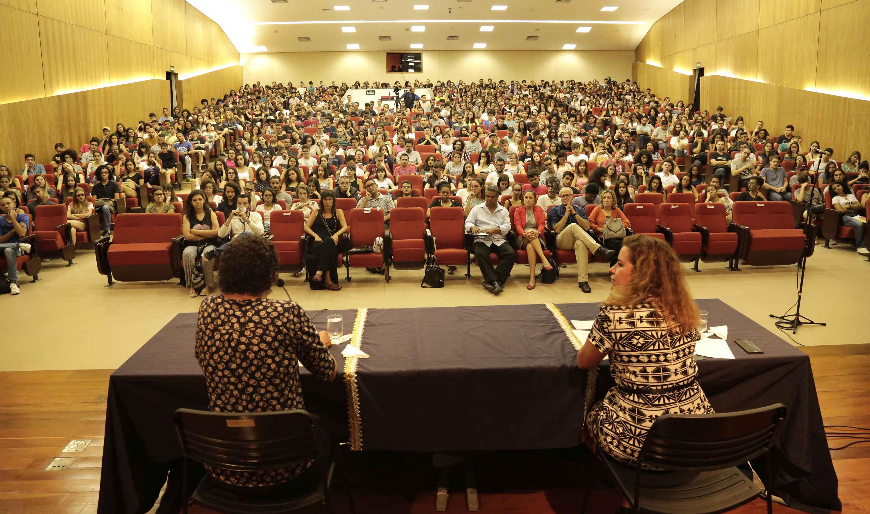 Denise Morando e Sandra Goulart falaram aos calouros no auditório do CAD 1.