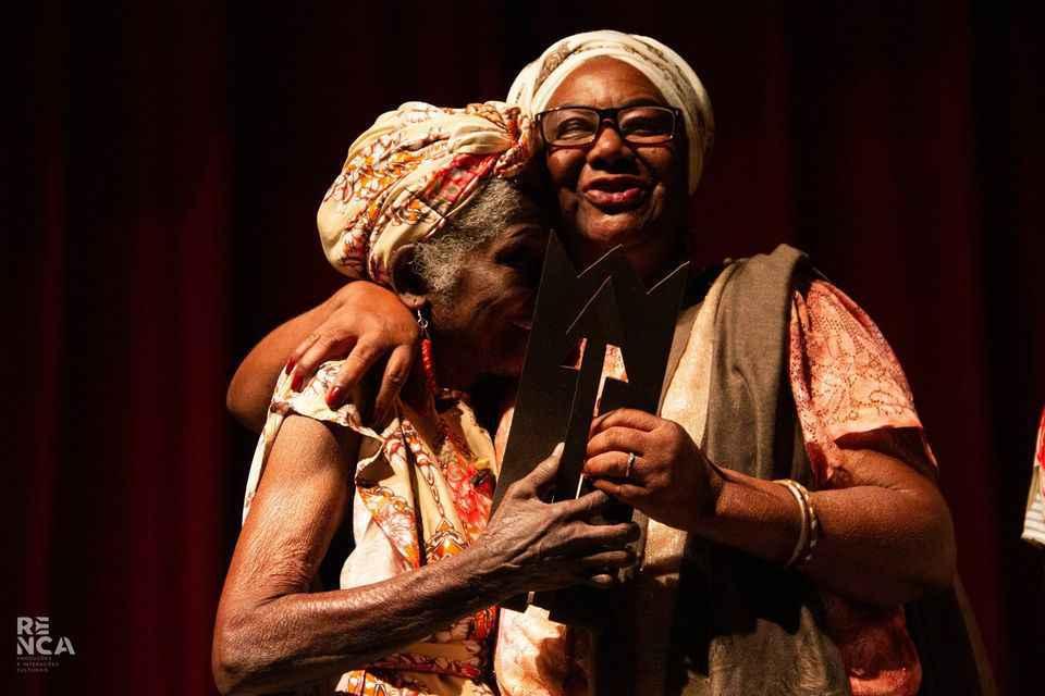 Prêmio Zumbi de Cultura em 2019. Foto de acervo pessoal da Cia Baobá Minas disponível no Facebook.