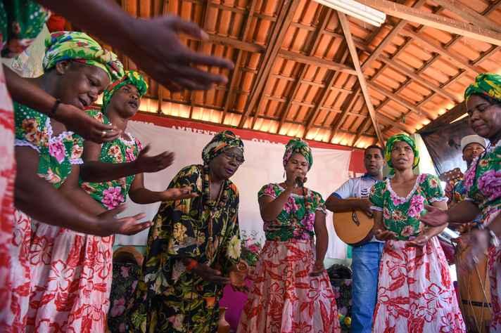 Apresentação de batuque da comunidade quilombola de Buriti do Meio, em São Francisco, no Norte de Minas