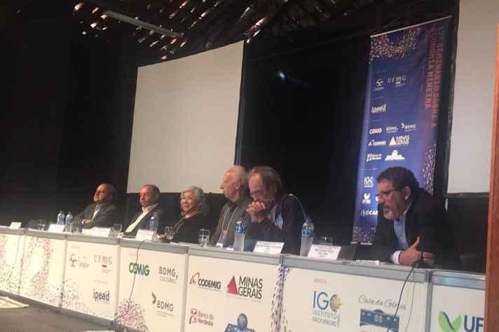 Fundadores do Cedeplar em mesa redonda no seminário: projeto de introduzir em Minas o conceito de economia regional