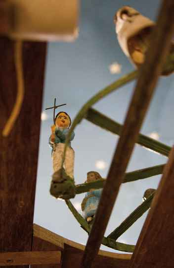 Detalhe de uma das 45 cenas que formam a instalação