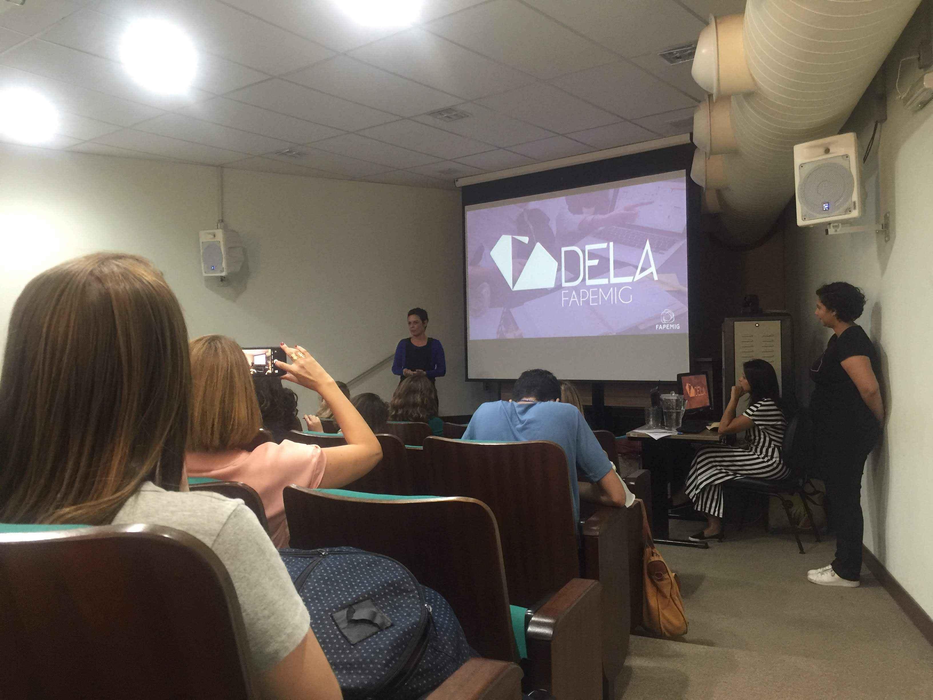 Claudia Mayorga, pró-reitora de Extensão da UFMG, em workshop realizado em Belo Horizonte