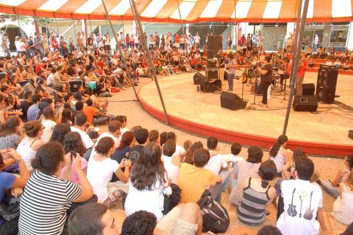 Show da série Quarta Doze e Trinta, na Praça de Serviços do campus Pampulha