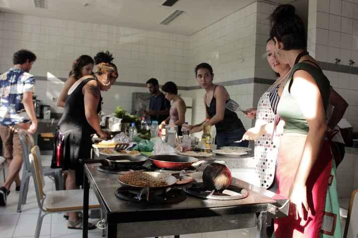 Participantes experimentaram sabores e usaram de criatividade para elaborar os pratos