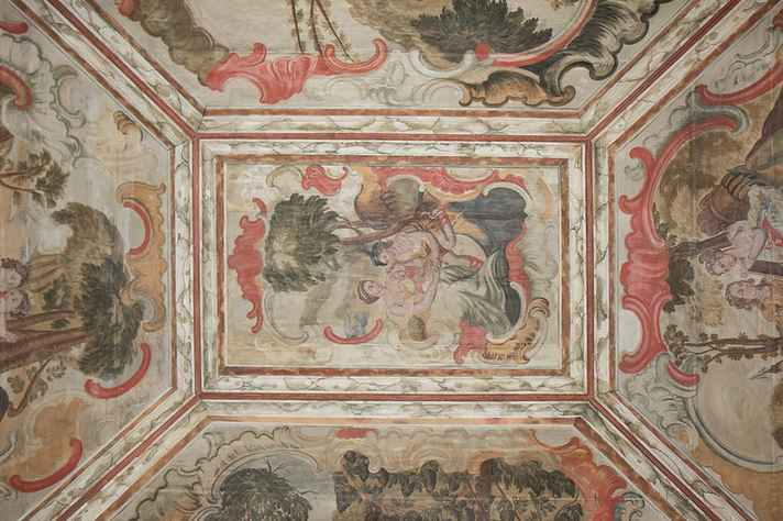 Forro pintado em um dos cômodos da Casa Padre Toledo