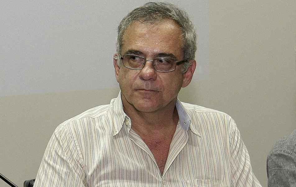 """<p>Diretor do Instituto de Estudos Avançados Transdisciplinares (IEAT)<br><a href=""""http://somos.ufmg.br/professor/estevam-barbosa-de-las-casas"""" target=""""_blank"""">Estevam Barbosa de Las Casas</a>, professor da Escola de Engenharia</p>"""