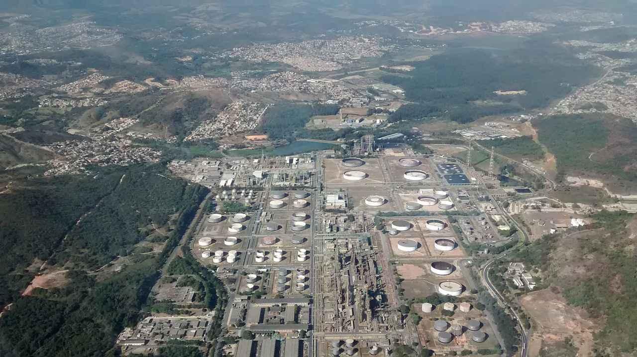 Vista aérea da Refinaria Gabriel Passos, pertencente à Petrobras, em Betim, na Região Metropolitana de Belo Horizonte