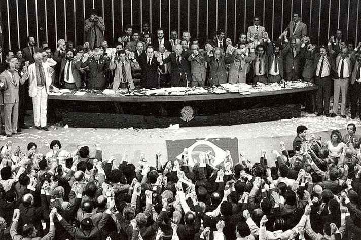 5 de outubro de 1988: promulgação da Constituição Brasileira