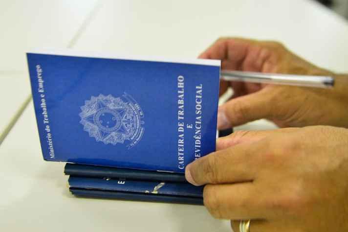 Deputados e senadores apresentam número recorde de emendas para mudar texto da medida provisória que vai ajustar alguns pontos da reforma na CLT.