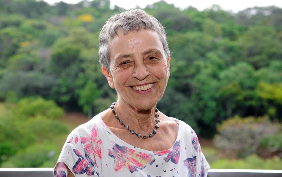 "<p>Assessora especial da Reitora<br><a href=""http://buscatextual.cnpq.br/buscatextual/visualizacv.do?id=K4783064E4"" target=""_blank"">Vera Alice Cardoso da Silva</a>, professora aposentada da Fafich</p>"