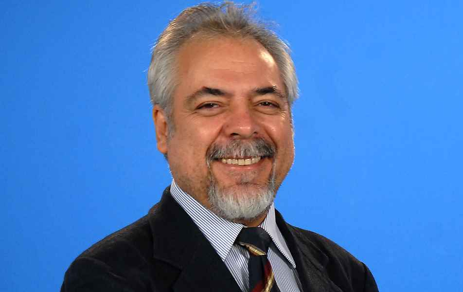"""<p>Diretor pró-tempore do Laboratório de Computação Científica (LCC)<br><a href=""""http://somos.ufmg.br/professor/bismarck-vaz-da-costa"""" target=""""_blank"""">Bismarck Vaz da Costa</a>, professor do Departamento de Física do ICEx</p>"""