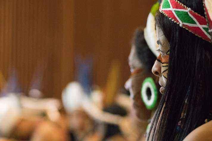 Estudantes da Formação Intercultural Indígena , em solenidade de formatura