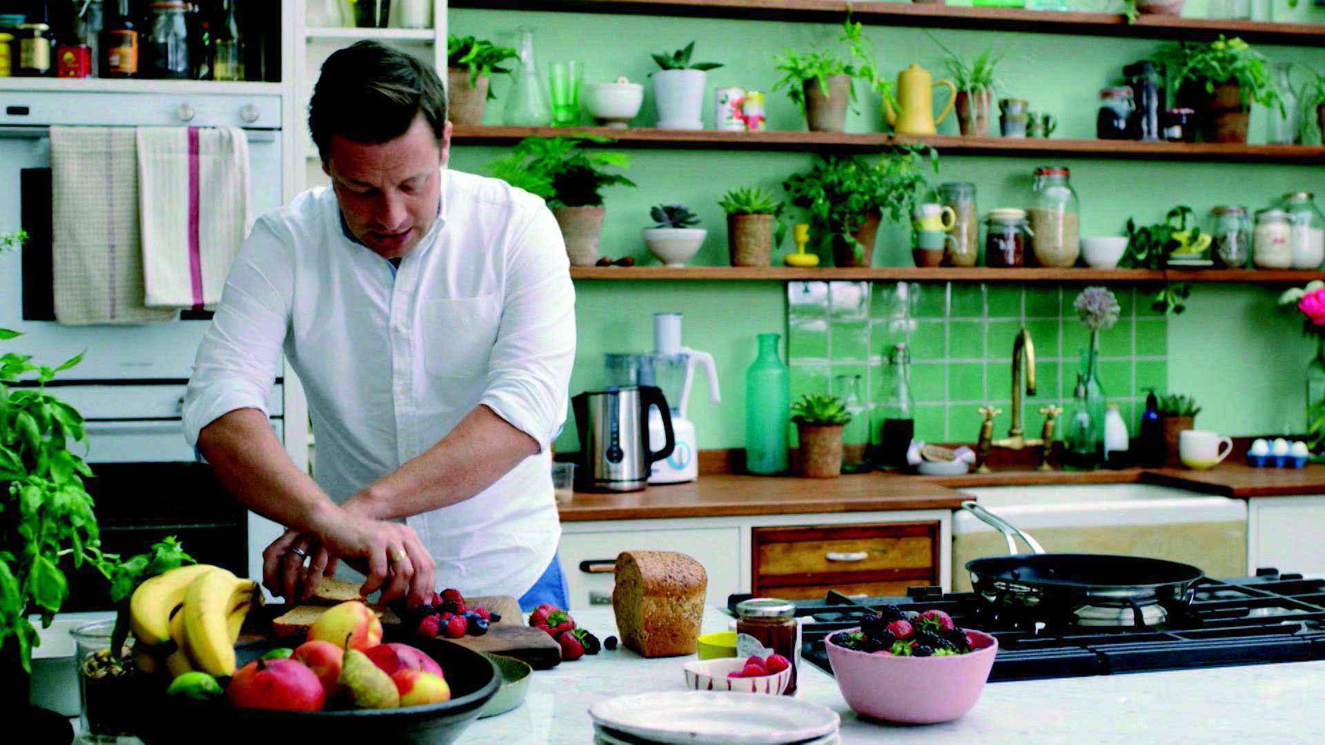 Chef de cozinha britânico Jamie Oliver na série 'O segredo da alimentação', do canal GNT