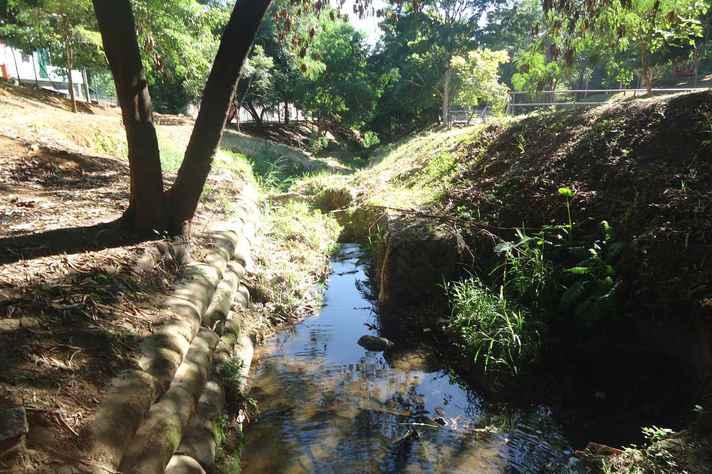 Córrego Nossa Senhora da Piedade, em Belo Horizonte, após saneamento do Programa Drenurbs/Nascentes