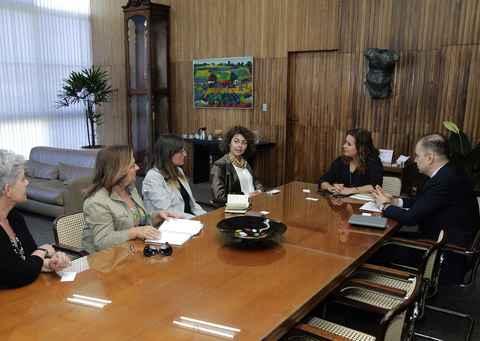 Representantes do consulado e embaixada italianas visitam UFMG para ampliar parcerias