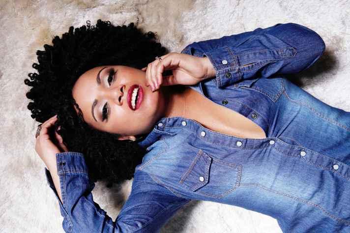 Publicidade para cabelos crespos e encaracolados é tema de debate na UFMG