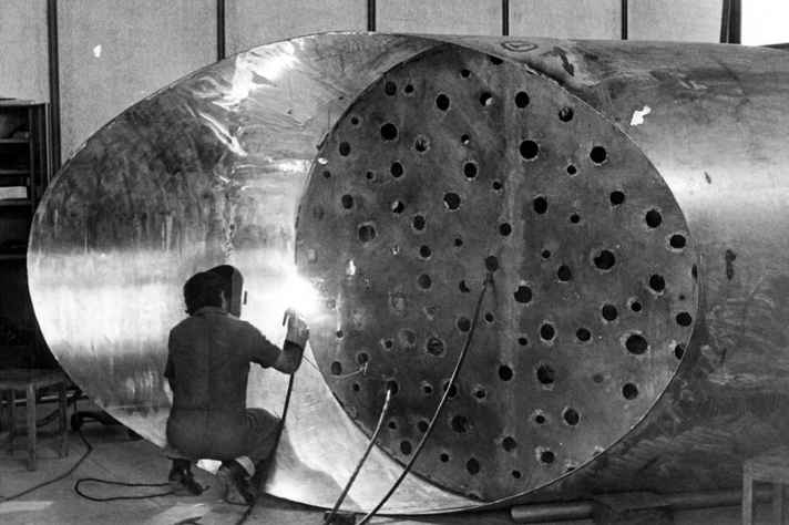 Wilde Lacerda trabalha no Monumento a Galileu Galilei, no início dos anos 1970.