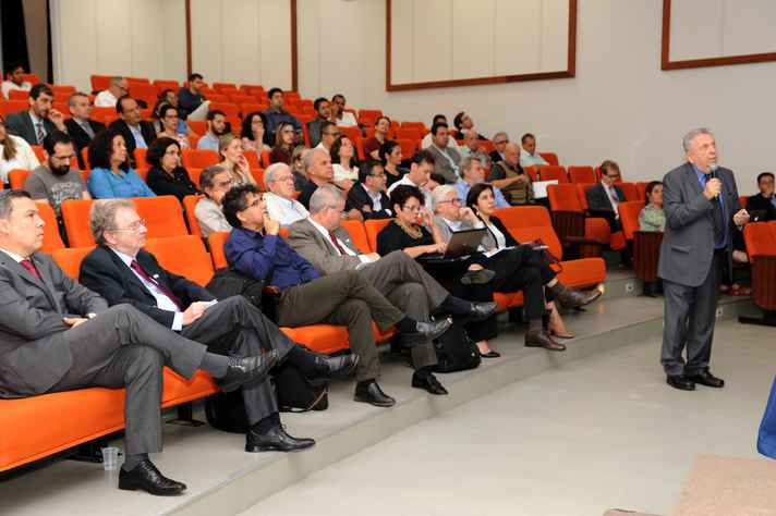 José Galizia Tundisi, em conferência nesta quarta-feira
