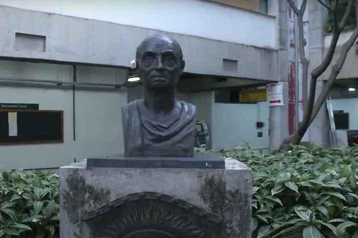 Busto em homenagem ao filósofo Immanuel Kant instalado na Fafich