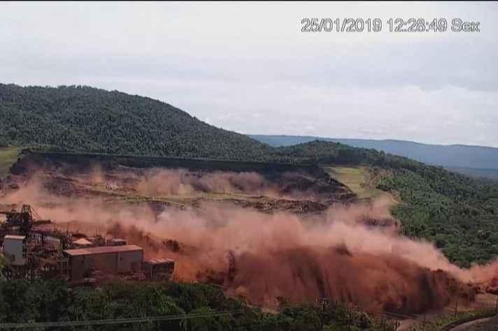 Imagens mostram exato momento do rompimento da barragem da Mina do Feijão, em Brumadinho, em janeiro