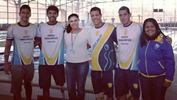 Andressa de Melo, ao centro, e Carla da Mata, a direita, receberam alguns atletas que irão a Lima