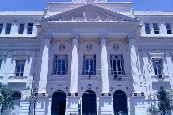 Prédio da Faculdade de Ciências Econômicas, da Universidade de Buenos Aires, instituição que poderá receber estudantes da UFMG