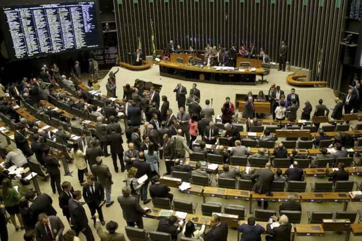 Parlamentares vão poder pagar campanhas do próprio bolso