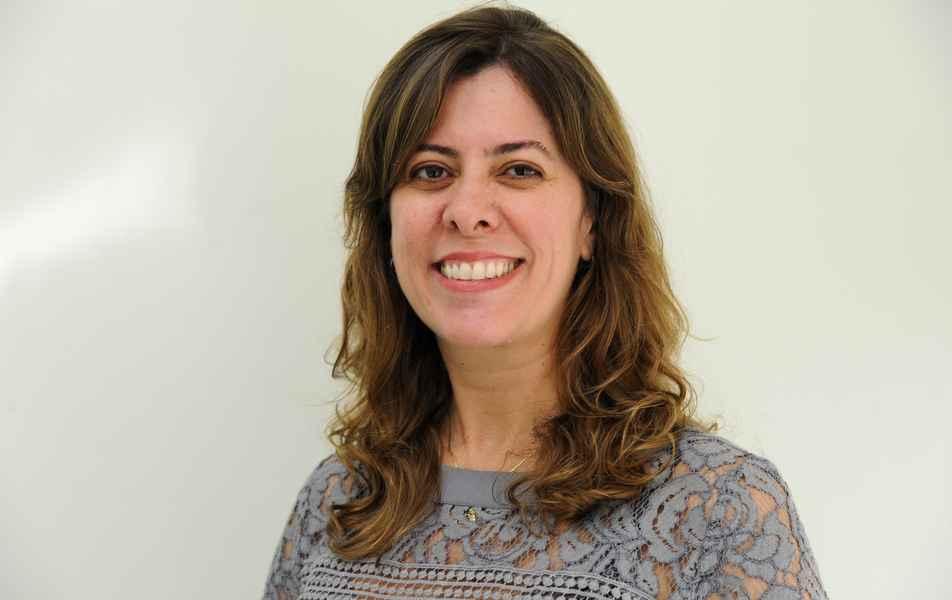 """<p>Assessora para a área de saúde<br><a href=""""http://somos.ufmg.br/professor/cristina-goncalves-alvim"""" target=""""_blank"""">Cristina Alvim</a>, professora da Faculdade de Medicina</p>"""