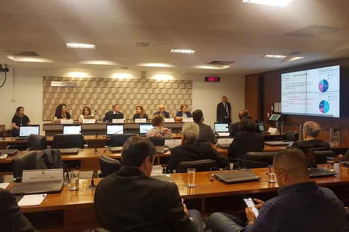 Os dirigentes das universidades presentes à audiência defenderam que o projeto precisa ser intensamente debatido e incorporar as contribuições da comunidade universitária brasileira