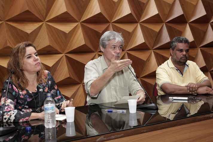 A vice-reitora Sandra Almeida e os pró-reitores de Graduação, Ricardo Takahashi e Walmir Caminhas