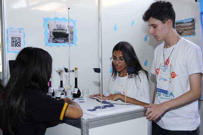 UFMG Jovem, feira de ciências da educação básica, é uma das ações de extensão da Universidade