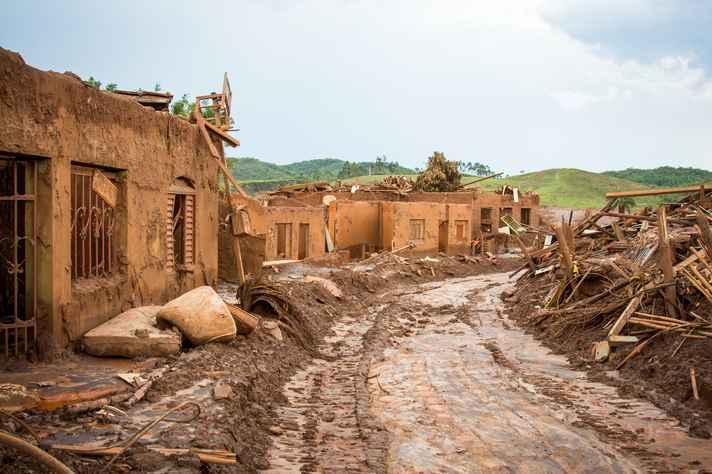 Distrito de Bento Rodrigues, em Mariana, após rompimento da barragem de Fundão