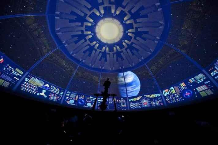Projeção no planetário: domo assume a função da tela